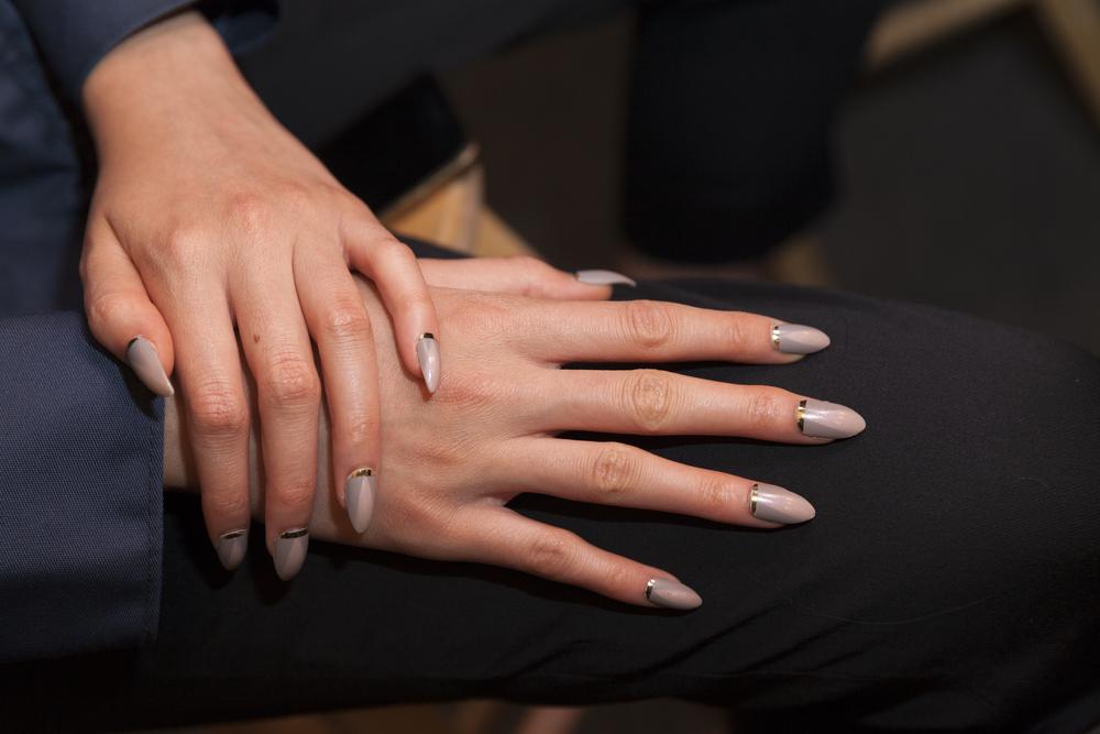 joias que combinam com nail art